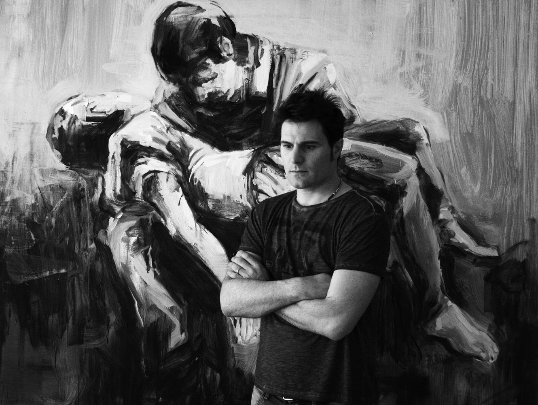 Paolo Maggis di fronte ad un suo quadro